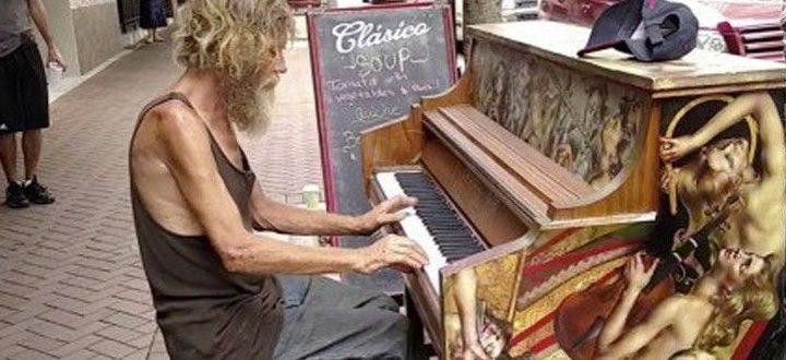 Quando Sarasota, na Flórida (EUA), instalou pianos nas ruas da cidade, ninguém imaginava o que essa experiência poderia resultar.