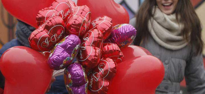 O Saint Valentine's Day (Dia de São Velentino) é comemorado em 14 de fevereiro e remota à história do mártir cristão Valentine que durante a Idade Média era associado ao amor romântico.