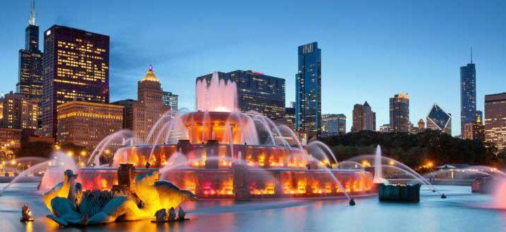 Localizada no Centro-Oeste americano, Chicago é a cidade mais populosa no estado do Illiniois. É uma metrópole muito importante na economia dos EUA, além de ser muito rica culturalmente tendo em vista os vários imigrantes que por lá chegaram e chegam diariamente.
